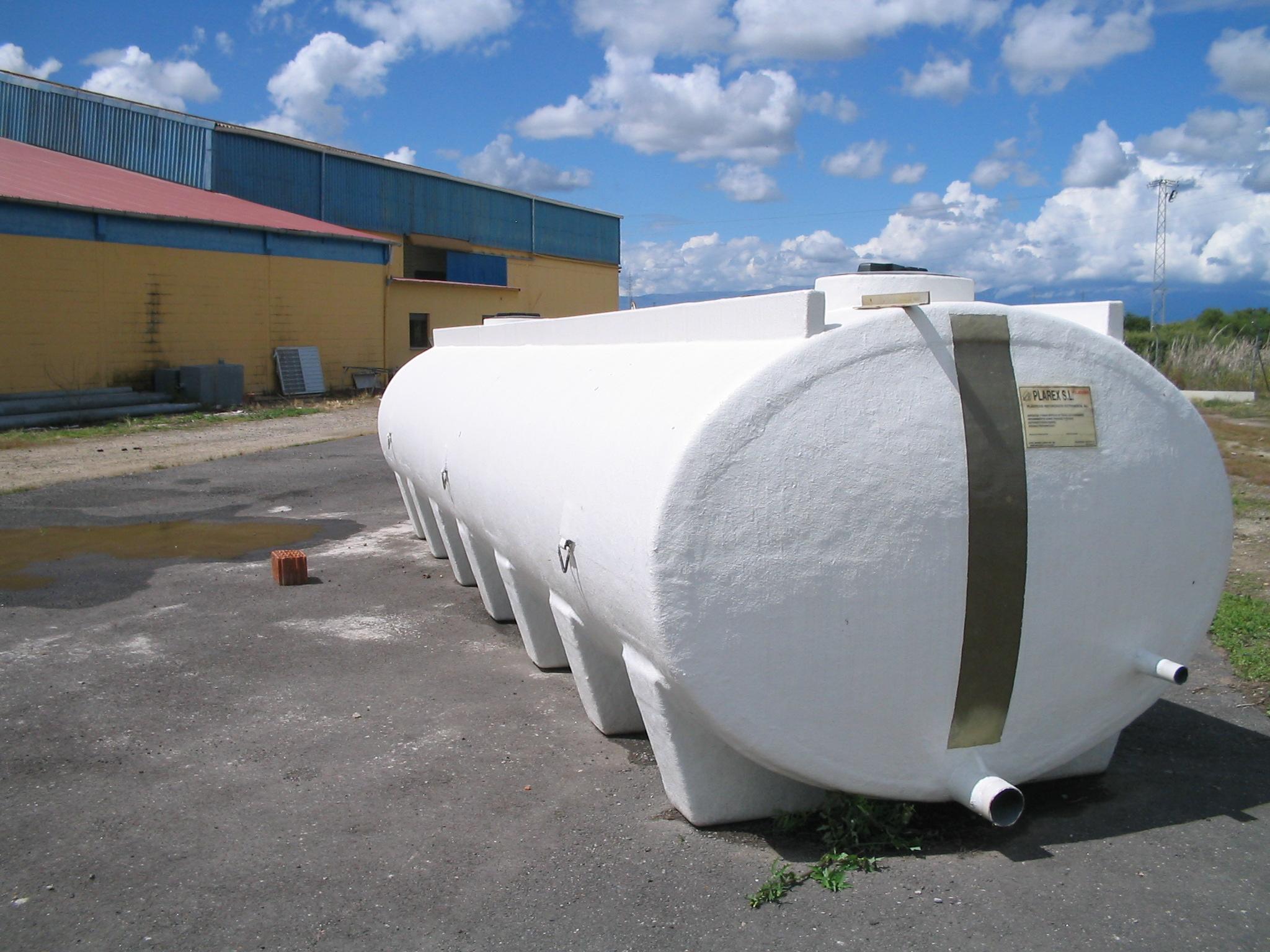 Cisternas depositos agua fossas septicas em poliester for Criadero de cachamas en tanques